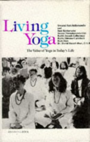 9780677052304: Living Yoga (Psychic studies)