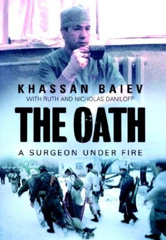 9780679311560: The Oath: A Surgeon Under Fire