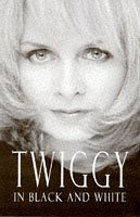 9780684818085: Twiggy in Black and White: An Autobiography