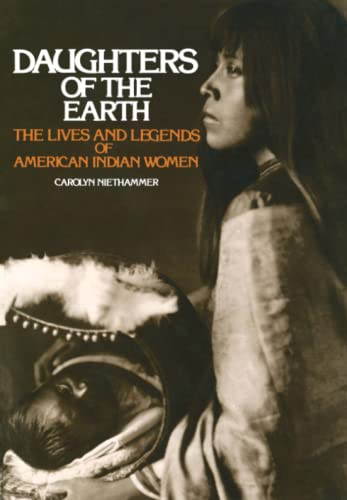 9780684829555: Daughters of the Earth: The Lives and Legends of American Indian Women
