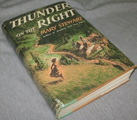 9780688026233: Thunder on the Right