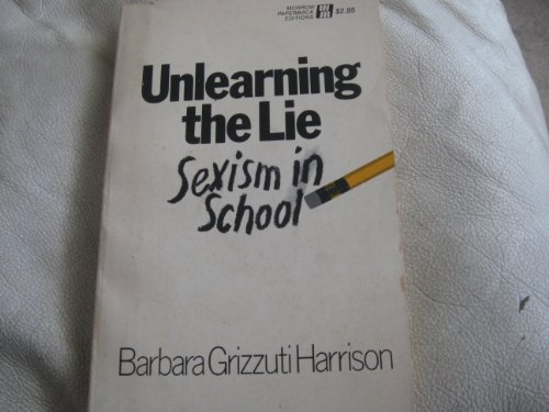 9780688052362: Unlearning the lie;: Sexism in school