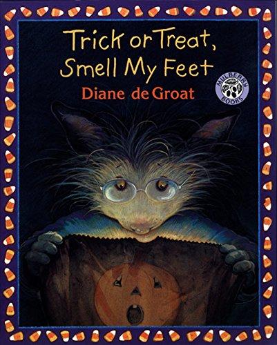 9780688170615: Trick or Treat, Smell My Feet (Gilbert the Opossum)