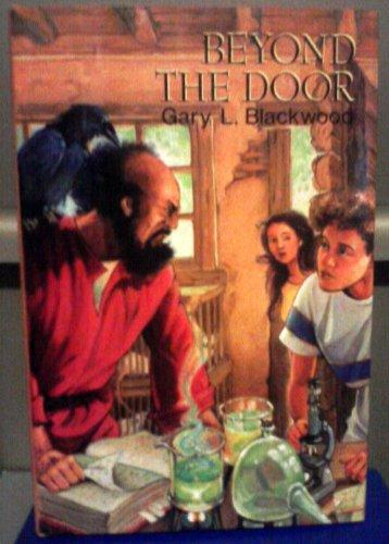 9780689316456: Beyond the Door