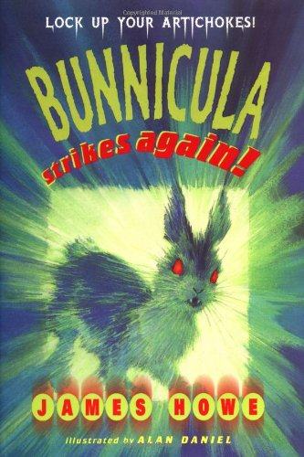 9780689814631: Bunnicula Strikes Again!