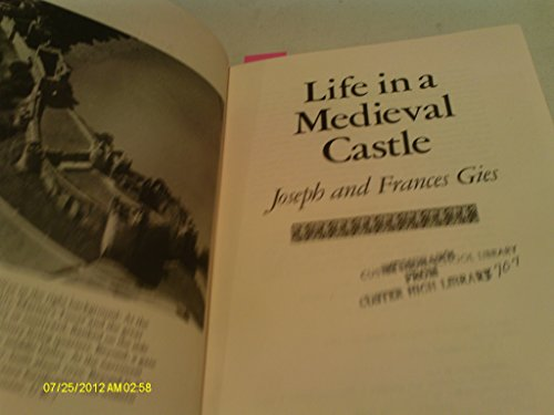 9780690005615: Life in a medieval castle