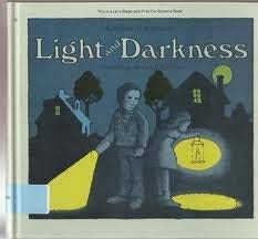9780690007046: Light and darkness (Let's-read-and-find-out science book)