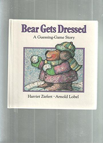 9780694000869: Bear Gets Dressed: A Guessing-Game Story