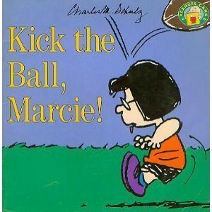 9780694009107: Kick the Ball, Marcie (Peanuts Gang)