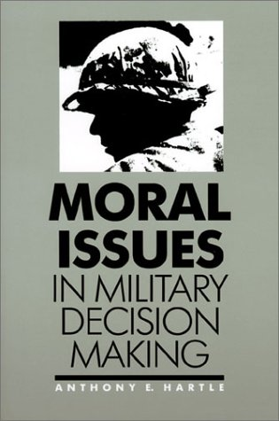 9780700603978: Moral Issues in Military Decision Making