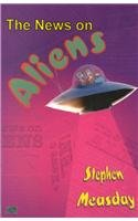 9780702228872: News on Aliens (Uqp Young Adult Fiction)
