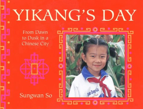 9780711217713: Yikang's Day: From Dawn to Dusk in a Chinese Town (Child's Day) (English and Chinese Edition)