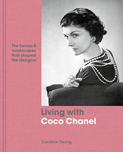 9780711240346: Living with Coco Chanel: The homes and landscapes that shaped the designer
