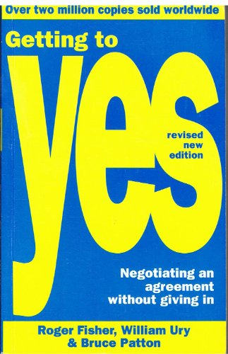 9780712655286: Getting to Yes: Negotiating an Agreement Without Giving in: Negotiating Agreement Without Giving in