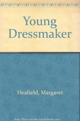 9780713405842: Young Dressmaker