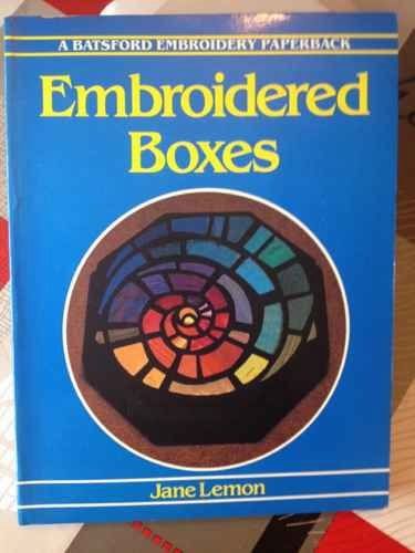 9780713445879: Embroidered Boxes (Batsford Classic Embroidery)