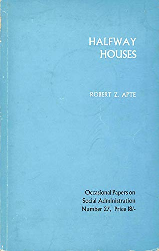 9780713515220: Half Way Houses (LSE Social Administration Occasional Papers)