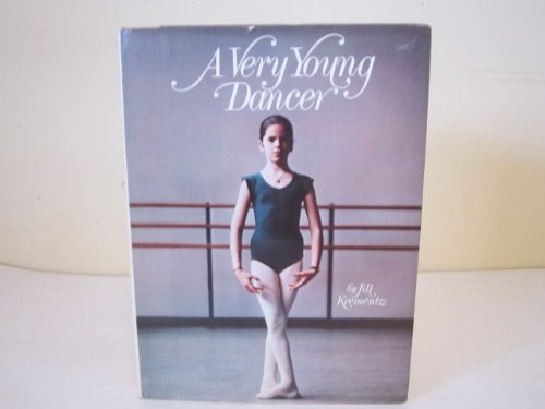 9780713619829: A Very Young Dancer The Experiences of a Real Child a Student at George Balanchine's School of American Ballet. She Fulfills the Dream of Every Dancer & Performs on Stage in the NUTCRACKER, with Agreat Ballet Company ( Ballet Book for Children )