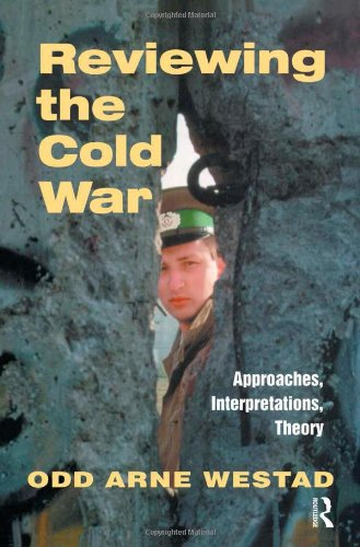 9780714650722: Reviewing the Cold War: Approaches, Interpretations, Theory (Cold War History)