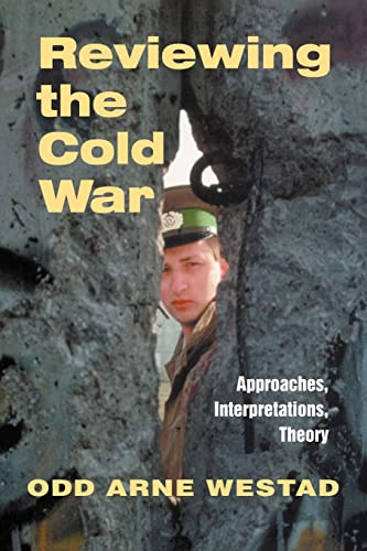 9780714681207: Reviewing the Cold War: Approaches, Interpretations, Theory