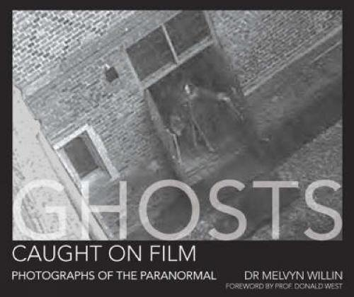 9780715327289: Ghosts Caught On Film: Photographs of the Paranormal