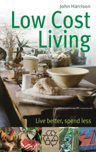 9780716022114: Low-Cost Living: Live better, spend less