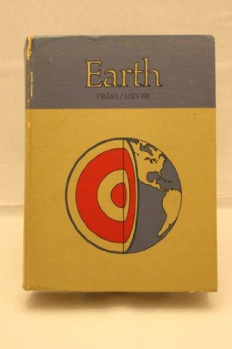 9780716702610: Earth