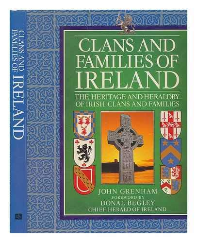 9780717120321: Clans and Families of Ireland: The Heritage and Heraldry of Irish Clans and Families