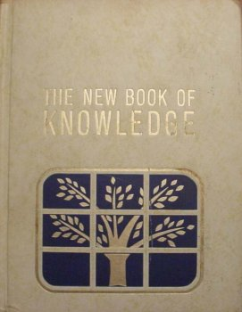 9780717206179: The New Book of Knowledge (Annual 1986)