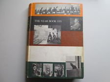9780717278046: Grolier Society Year Book 1973