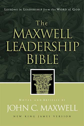 9780718000448: The Maxwell Leadership Bible Developing Leaders From The Word Of God