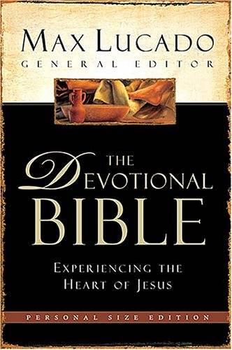 9780718015732: The Devotional Bible - Personal Size Edition: Experiencing The Heart of Jesus