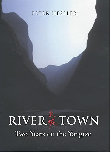 9780719561566: River Town; Two Years on the Yangtze