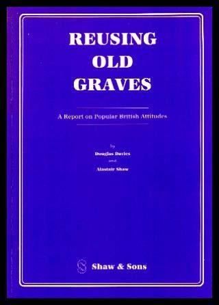 9780721914701: Reusing Old Graves