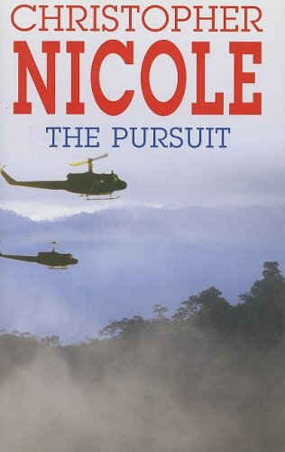 9780727873330: The Pursuit (Severn House Large Print)