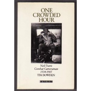 9780732224189: ONE CROWDED HOUR