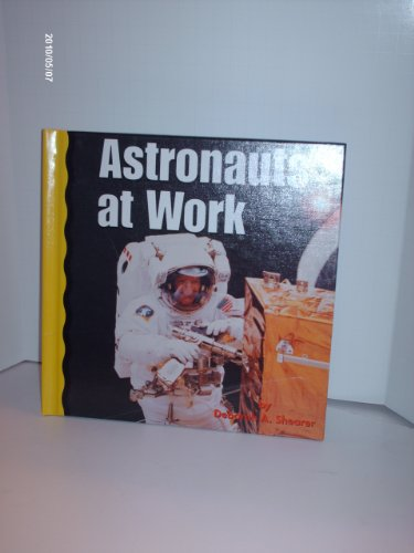 9780736811422: Astronauts at Work (Explore Space!)
