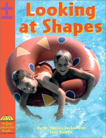9780736812849: Looking at Shapes (Math)