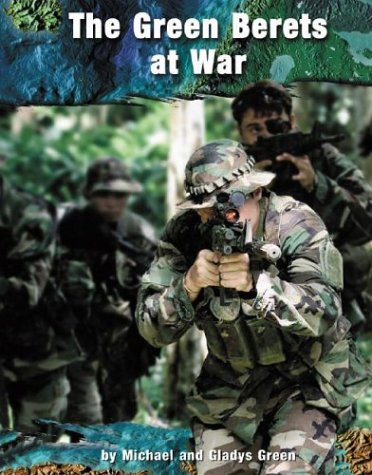 9780736821568: The Green Berets at War (On the Front Lines)