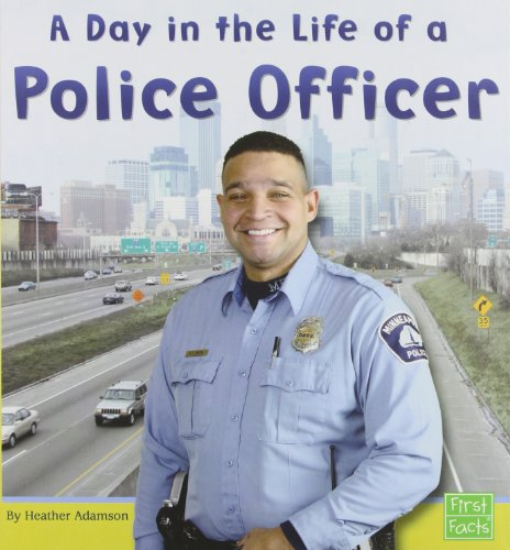 9780736822855: A Day in the Life of a Police Officer (Community Helpers at Work)