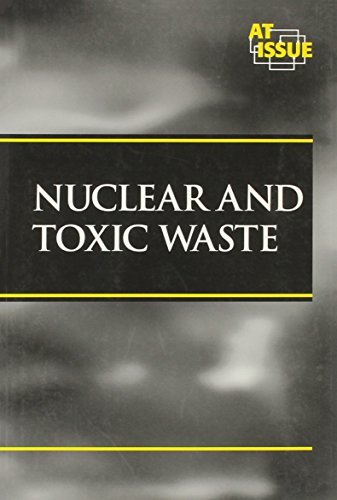 9780737704754: At Issue Series - Nuclear and Toxic Waste (paperback edition)