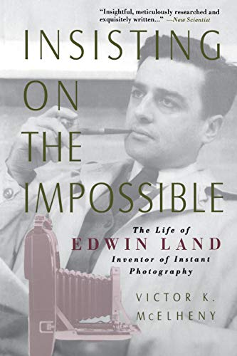 9780738201900: Insisting on the Impossible: The Life of Edwin Land
