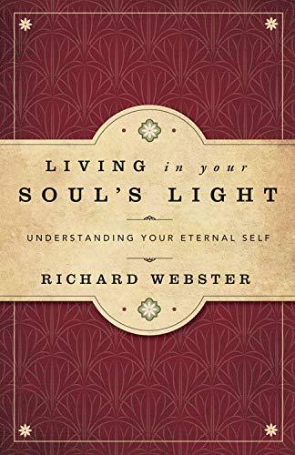 9780738732497: Living in Your Soul's Light: Understanding Your Eternal Self
