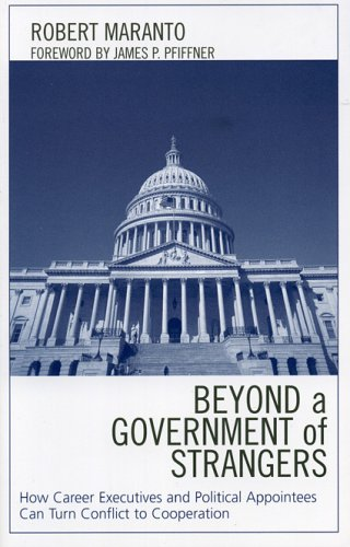 9780739110904: Beyond a Government of Strangers: How Career Executives and Political Appointees Can Turn Conflict to Cooperation