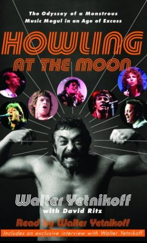 9780739311615: Howling at the Moon: The Odyssey of a Monstrous Music Mogul in an Age of Excess