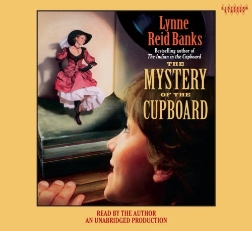 9780739373866: The Mystery of the Cupboard