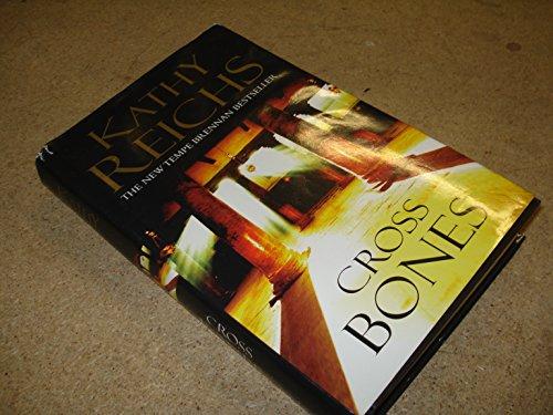 9780739455753: Cross Bones Large Print