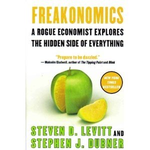 9780739462560: Freakonomics - - A Rogue Economist Explores The Hidden Side Of Everything