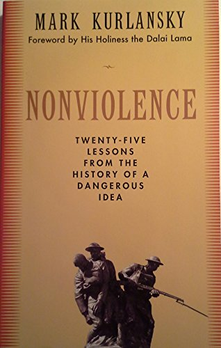 9780739481431: Non-Violence: The History of a Dangerous Idea
