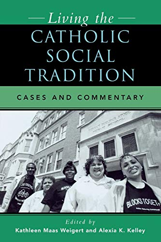 9780742531888: Living the Catholic Social Tradition: Cases and Commentary